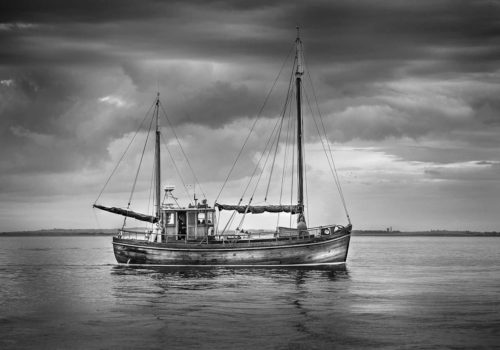 howth-sailingboatbw